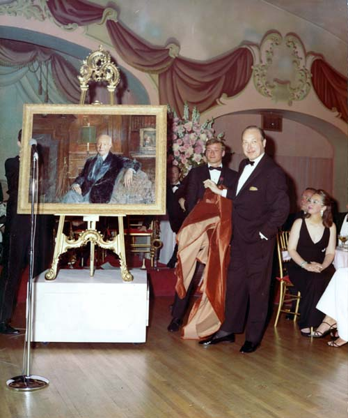Sarnoff's son unveils a painting of his father at a party