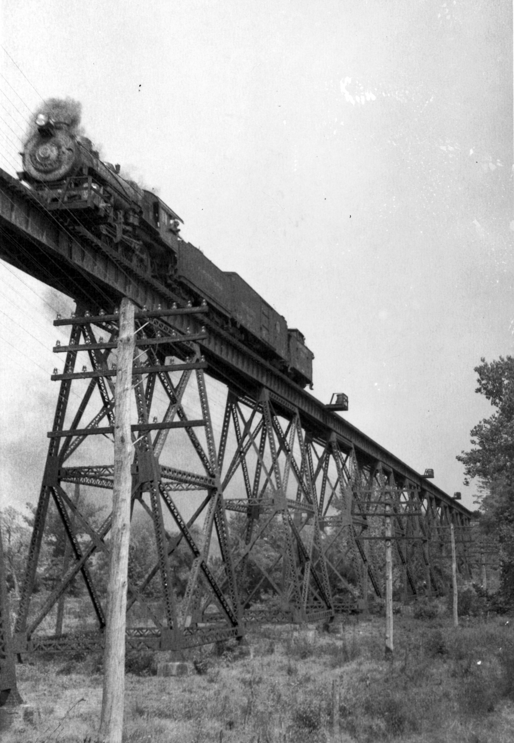 Black and white image of a steam-powered locomotive operated by the Pennsylvania Railroad on the elevated Octoraro Bridge near Oxford, Pennsylvania