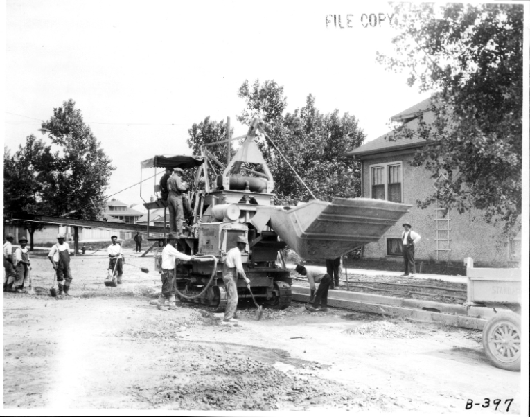 The Multifoote paver in operation, 1925