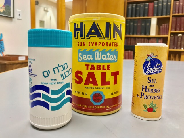 International salt shakers one in Hebrew one in French
