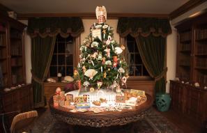 christmas tree at hagley